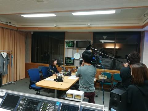 スタジオにテレビカメラが・・・!
